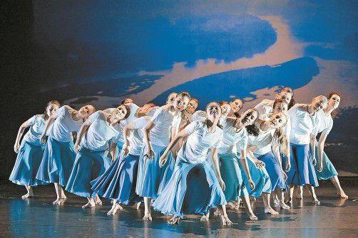 """""""Panta rhei"""" enthält mehrere neue Musikstücke, außerdem engagierten sich knapp 30 Tänzerinnen aus Vorarlberg für das Projekt. Foto: Bregenzer Festspiele/Köhler"""