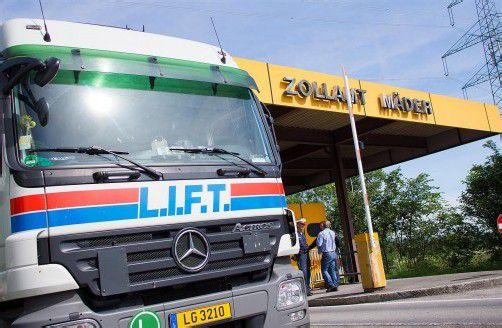 20 bis 40 mehr Lkw an der Grenze bei Mäder. Foto: vn/Hartinger