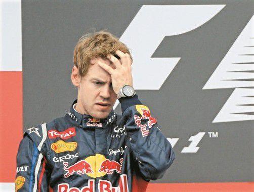 Ahnte Sebastian Vettel schon am Podest Unheil? Nach seinem Überholmanöver gegen Jenson Button wurde der Red-Bull-Pilot bestraft. Foto: ap