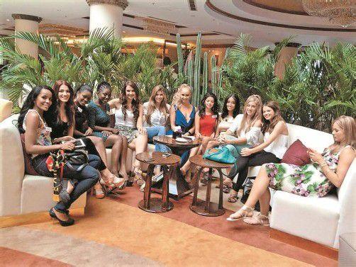 Amina (2. v. l.) mit einigen ihrer Mitbewerberinnen. Foto: PRIVAT