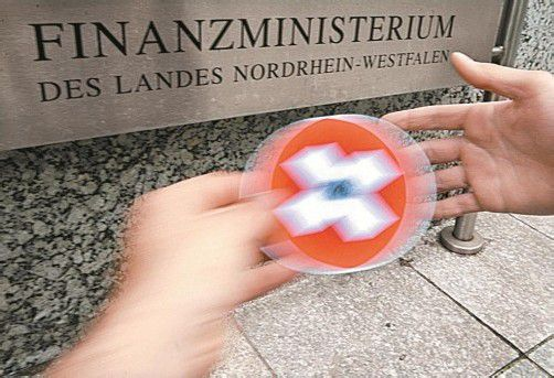 Auf der CD, die Nordrhein-Westfalen nun gekauft hat, sollen Daten von 1000 Kunden einer Privatbank gespeichert sein. Foto: DPA