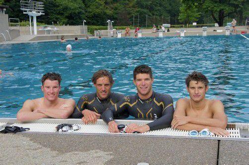 Beim Schwimmtraining v. l.: Martin Bader, Dominik Berger, Gast Luis Knabl und Paul Reitmayr. Foto: Kaufmann-pauger
