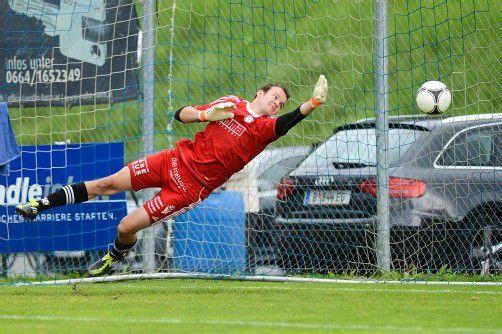 Bild zeigt Torwart Jürgen Schneider (FC Andelsbuch) beim 0:3.