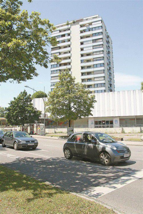 Bis zu zwölf Monate wird der Umbau am Fuß des Hochhauses dauern, nachdem alle Bewilligungen erteilt sind. Foto: VN/Matt