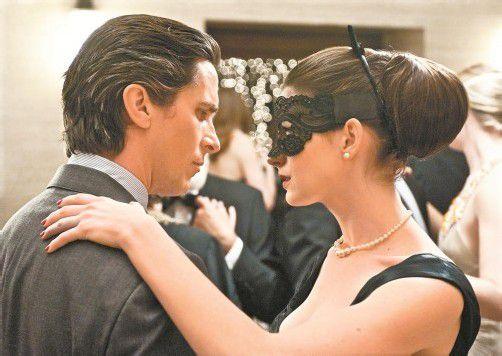 Christian Bale und Anne Hathaway in den Hauptrollen. Foto: Warner Bros