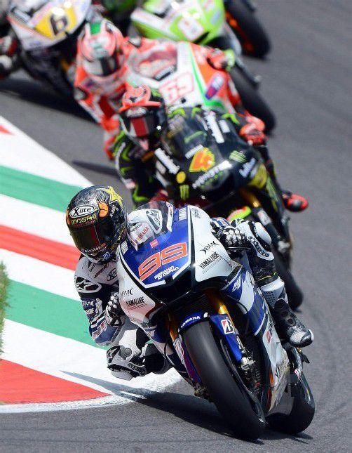 Da führte der Spanier Jorge Lorenzo noch das Rennen an. Doch am Ende hieß der Sieger des MotoGP in Kalifornien Casey Stoner. foto: DAPd
