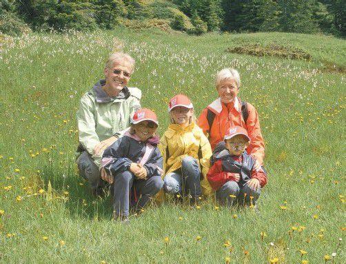 Das Ehepaar Malin machte sich mit den drei Enkeln auf die Wanderschaft. Fotos: vn/paulitsch