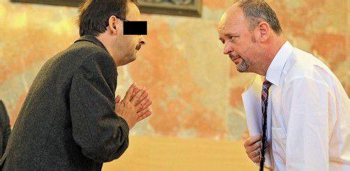 Der Hauptangeklagte Jürgen H. (l.) und der Vorsitzende Richter Andreas Posch. Letzterer wird heute die Urteile gegen sechs Beschuldigte verkünden. Foto: VN