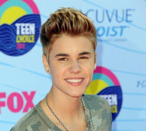 Der Paparazzo wollte ein Foto von Teenie-Star Justin Bieber in seinem neuen Luxuswagen machen.