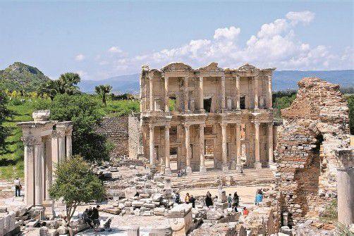Die Fassade der Celsus-Bibliothek in Ephesos.