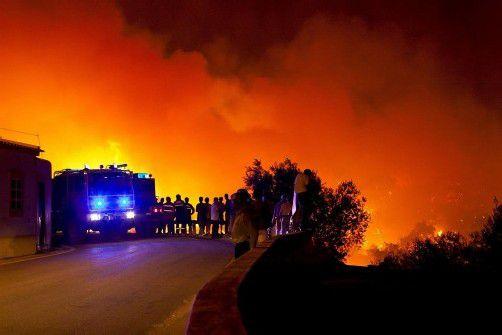 Die Flammen nähern sich bedrohlich dem 11.000-Einwohner-Städtchen São Brás de Alportel. Foto: epa