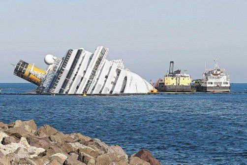 """Die Havarie der """"Costa Concordia"""" hält keine Urlauber von einer Kreuzfahrt ab. Foto: REUTERS"""