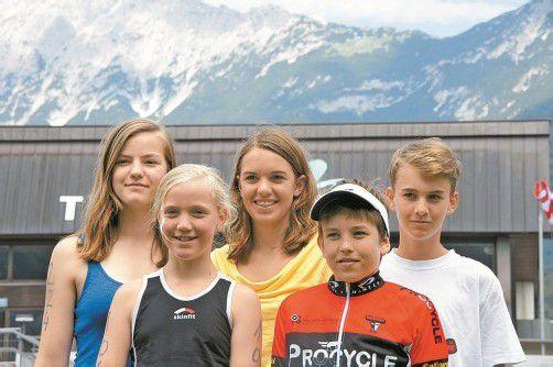 Die Nachwuchs-Triathleten bei den Titelkämpfen v. l.: Catrin Hefel, Theresa Hefel, Magdalena Zlimnig, Leon Pauger und Niklas Rechfelden. privat