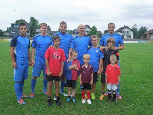 Die Profis vom FC Lustenau trainierten gemeinsam mit den Kindertraum-Gewinnern. Fotos: cth