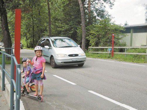 Die Straße wird vor allem von Kindern überquert. Foto: cth