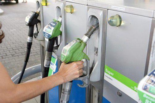 Die Treibstoffpreise müssten wieder sinken. Foto: VN