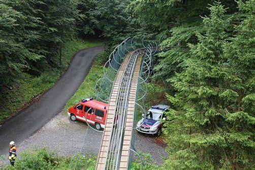 In den Unfall waren Polizeiangaben zufolge drei Fahrer verwickelt. Durch den Aufprall stürzte die 14-Jährige aus dem Schlitten. vol.at/Schmidt