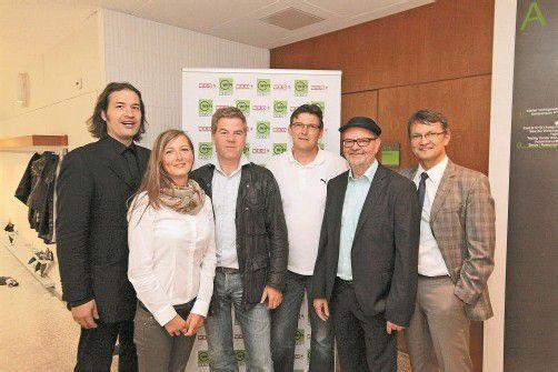 Elmar Elbs (l.) mit Margreth Ammann sowie Johannes Köb, Wolfgang Seidler, Richard Waibel und Thomas Wachter. FotoS: AME