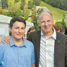 Brand: Große Golf Trophy für einen guten Zweck