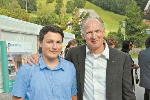 Fabian (l.) und Charity-Initiator Edi Meyer hatten allen Grund zur Freude. Foto: sdh