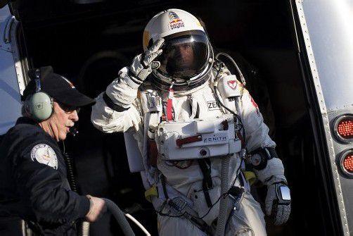 Felix Baumgartner will im August als erster Mensch im freien Fall die Schallmauer durchbrechen. dapd; EPA