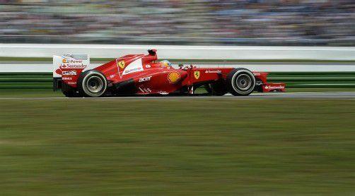 Fernando Alonso in seinem Ferrari-Boliden ist bei der Weltmeisterschaft der große Gejagte. Nach der Sommerpause geht die Jagd auf den Spanier weiter.  Foto : reuters