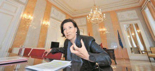 Frauenministerin Gabriele Heinisch-Hosek (SPÖ) hofft auf eine europaweite Regelung, an der die EU-Kommission bereits arbeitet. Foto: APA
