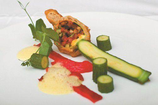 Gebackene Zucchiniblüten mit Ratatouille: Ein lechtes Gericht für warme Sommertage. FotoS: vn/steurer