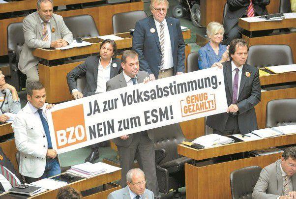 Gegen den Europäischen Stabilitätsmechanismus (ESM): BZÖ-Abgeordnete im Nationalrat. Foto: APA