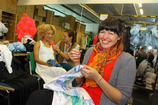 Geht an den Kostümen etwas kaputt, dann kommt Lena Krautgartner zum Einsatz. Das passiert auch während der Vorstellungen. VN/Hofmeister