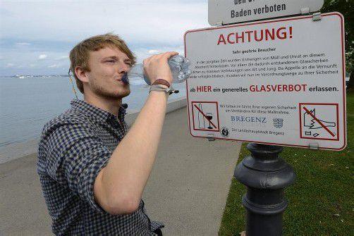 Glasflaschen sind am Bregenzer Seeufer verboten. Foto: VN/Stiplovsek