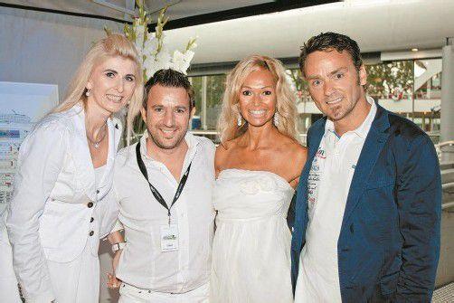 In Partystimmung: Claudia Wadl (l.) mit Lukas Marberger sowie Lisa Plaickner mit Harald Otti.