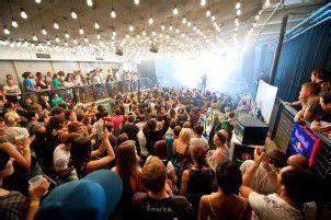 In der Poolbar lässts sich umweltfreundlich feiern