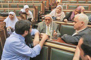 Volksvertreter trotzen in Kairo dem Militärrat