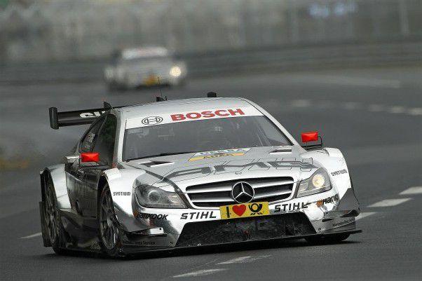 Jamie Green holte sich in der letzten Kurve seinen vierten Norisring-Erfolg. Foto: mercedes Benz