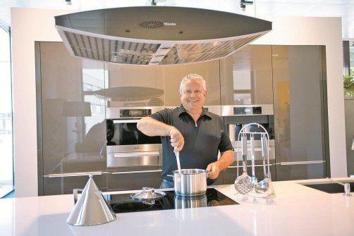 Josef Schönherr, selbst leidenschaftlicher Koch, führt erfolgreich das Frick Küchencenter. Fotos: VN/Hartinger