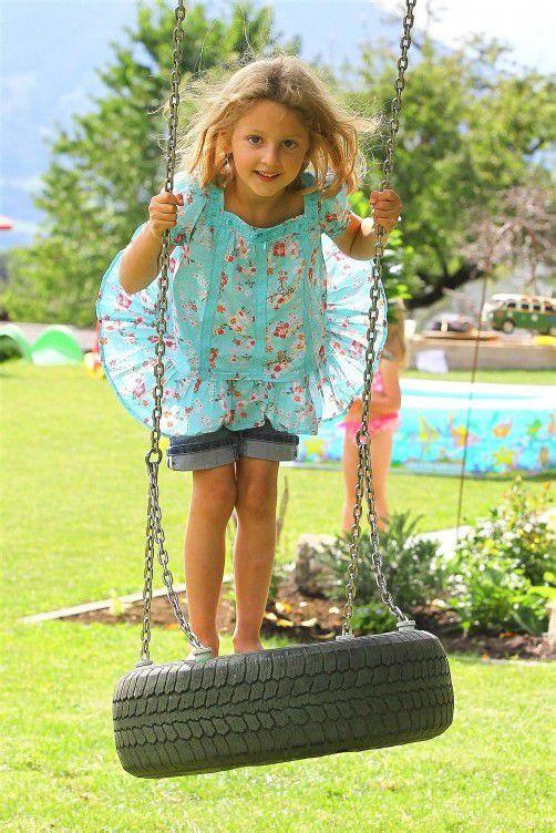 Kinderfeature; Feature mit KInder; Lea 6 Jahre alt aus Schnifis am schaukeln;