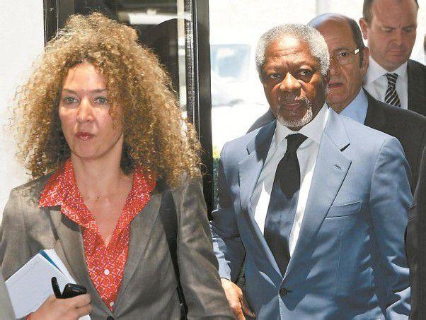 Kofi Annan (r.) mit seiner Pressesprecherin auf dem Weg zum Termin mit Syriens Staatschef Bashar al-Assad. Foto: Reuters