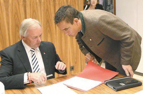 LH Dörfler und Uwe Scheuch wollen Neuwahlen in Kärnten mit allen Mitteln verhindern. Foto: AP