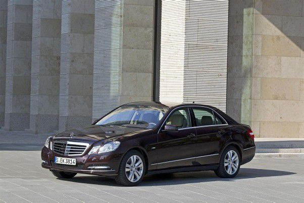 Mercedes-Benz E 300 Bluetech Hybrid mit 204 PS: Bei einem Durchschnittsverbrauch von 4,2 l Diesel/100 km emittiert er lediglich 109 g CO2/km.