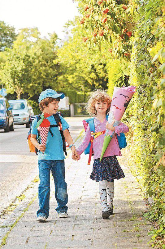 Mit Schultüten ausgerüstet treten Tausende Schüler im September ihren ersten Schultag an. Fotos: VN, Fotolia