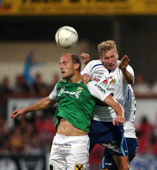Routinier Jürgen Patocka (links) war Vorbereiter für Gerald Krajic bei der 1:0-Führung der Austria in Hartberg. Foto: gepa