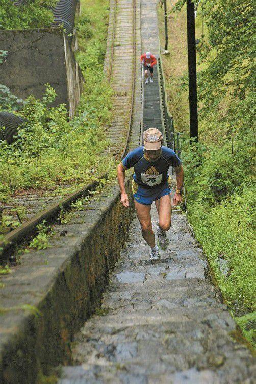 Rund 100 Athleten nahmen die Herausforderung von 4000 Stufen beim Montafoner Treppencup an. Foto: schwald