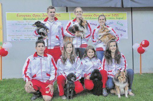 Schlugen sich bei der jüngsten Agility hervorragend: die Mitglieder des Hundesportteams aus dem Ländle. Foto: HW