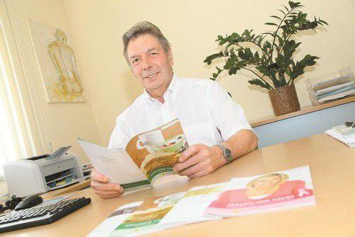 Schon seit zwanzig Jahren ist Dr. Gebhard Mathis ehrenamtlich auch in der Krebshilfe Vorarlberg tätig. Foto: Vn/hofmeister