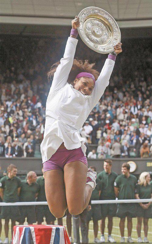 Serena Williams feiert den fünften Titel, als wäre es ihr erster. Foto: reuters