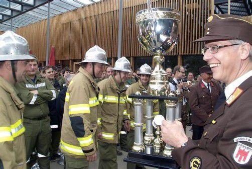 Sichereten sich nach dem Goldenen Helm auch denTiteli Bezirksmeister: die Ludescher Florianijünger mit BFI Christoph Feuerstein (r.). Hronek