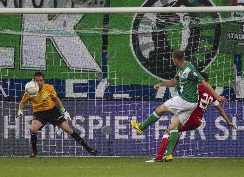 St. Gallens Dzengis Cavusevic (Bild) trifft gleich zwei Mal gegen Zürich. REUTERS