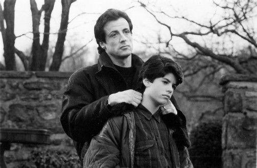"""Sylvester Stallone mit seinem Sohn Sage bei den Dreharbeiten zu  """"Rocky V"""" im Jahr 1990. Fotos: Reuters; dapd"""
