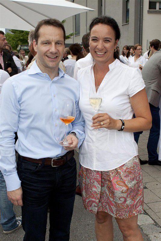 Unter den Gästen: Gerry Thür mit Sonja Troy. Fotos: Franc